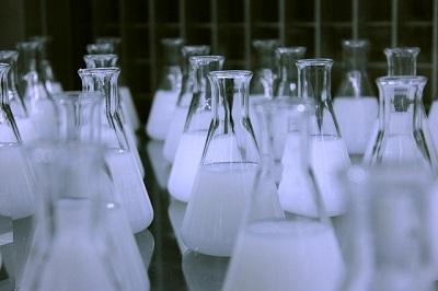 ハニプラ美容液とヒト幹細胞培養液